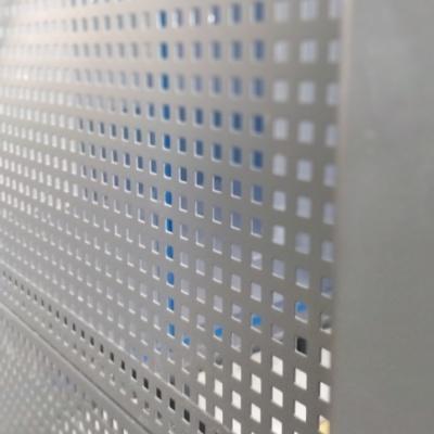 Wypełnienie ściany przy szybie windy